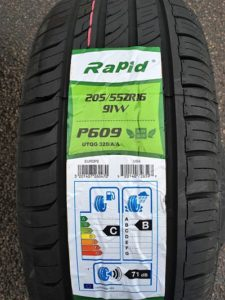 Budget Tyres for a Ford Mondeo in Loughton